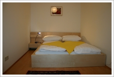 doule bed queen size apartment magdalenenstreet